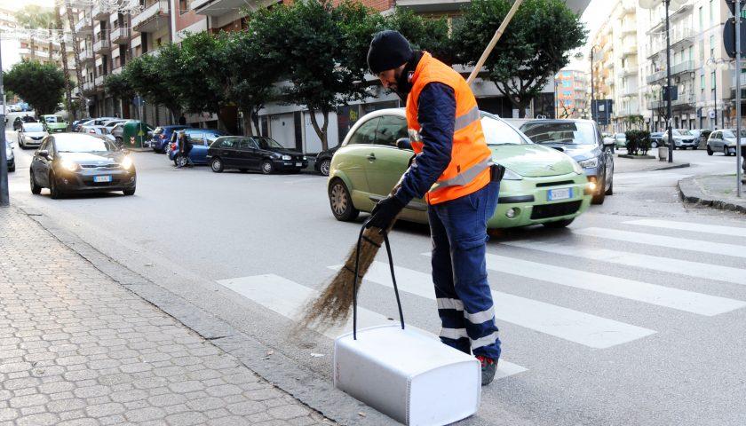 Igiene urbana, Salerno Pulita subentra agli addetti del Comune per la pulizia del centro e del centro storico