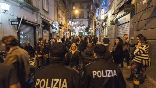 Musica a palla e alcol, blitz nella movida di Cava e Salerno: raffica di multe ai gestori dei locali