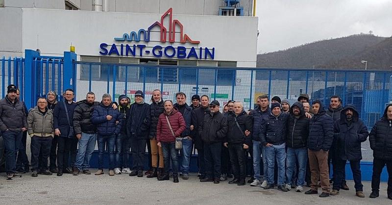 Scioperano i 100 dipendenti della Sicurglass Sud di Fisciano