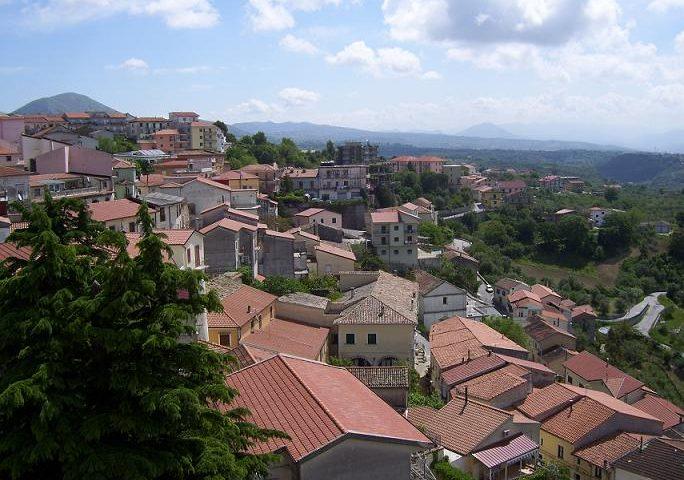 Targa dedicata al sindaco Mastrolia imbrattata con bestemmie a Contursi