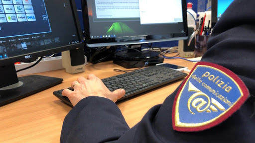 Adescava minorenni sui social, arrestato un 30enne residente a Buccino