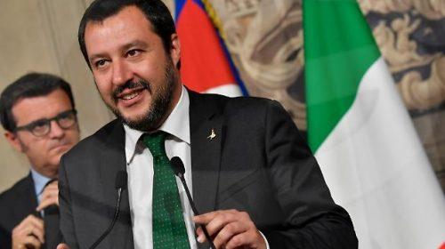 """Salvini apre al governo di unità e sale al Quirinale: """"Via Conte e la Lega c'è per accompagnare il Paese al voto""""."""