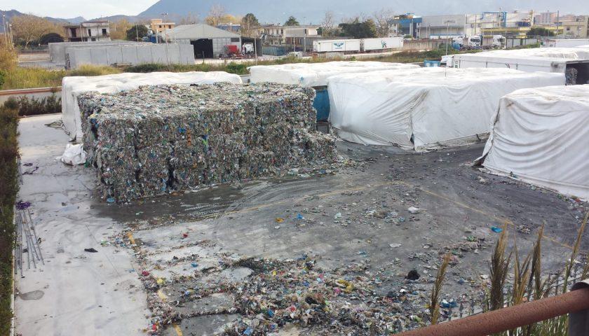 """Emergenza ambientale nell'area Pip di Sarno, la Senatrice M5S Angrisani: """"io non ci sto, bisogna intervenire, vicino ci sono scuole e abitazioni e gli odori molesti aumentano!"""""""