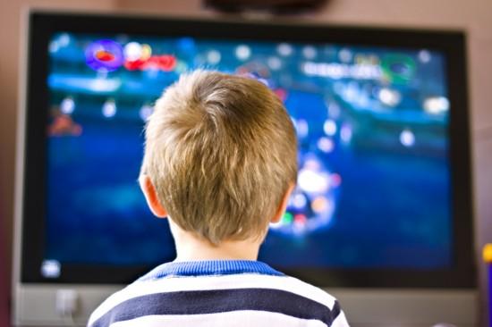Fa vedere film porno al figlio minorenne, alla sbarra un uomo di Cava de' Tirreni residente a Baronissi