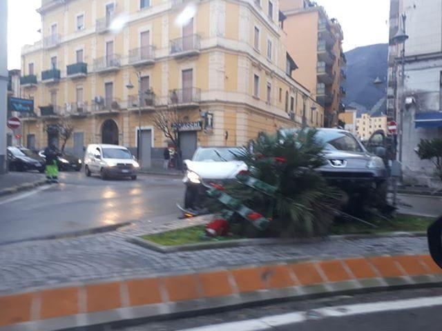 Spettacolare incidente a Nocera Inferiore