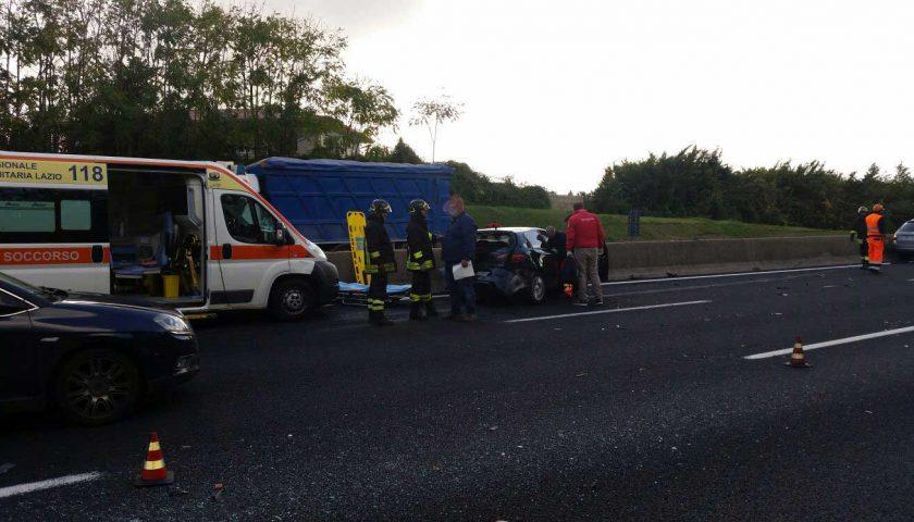 Incidente sull'A1: feriti due lavoratori sarnesi di ritorno da Frosinone, uno resta incastrato sotto un autocarro