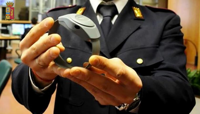 Tentò rapina al supermercato di Capaccio/Paestum, malvivente pericoloso: ai domiciliari con il braccialetto elettronico