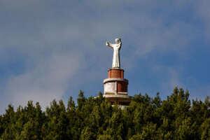 Statua di San Francesco ad Agropoli nel mirino dei vandali, deturpato il piedistallo