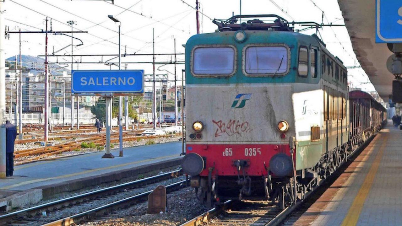 Lite tra viaggiatori, accoltellamento sul treno Napoli ...