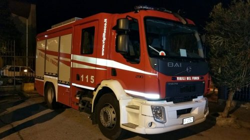 Incendio nella ex fabbrica Crudele a Pontecagnano, ipotesi rogo causato dai clochard