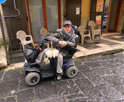 """Offese al disabile di Campagna che attacca i manifesta della Lega, i militanti: """"Solo becera ignoranza"""""""