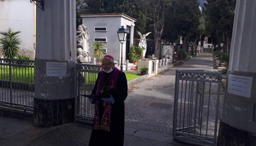 Sarno, il vescovo Giudice al cimitero di Sarno per pregare per tutti i defunti