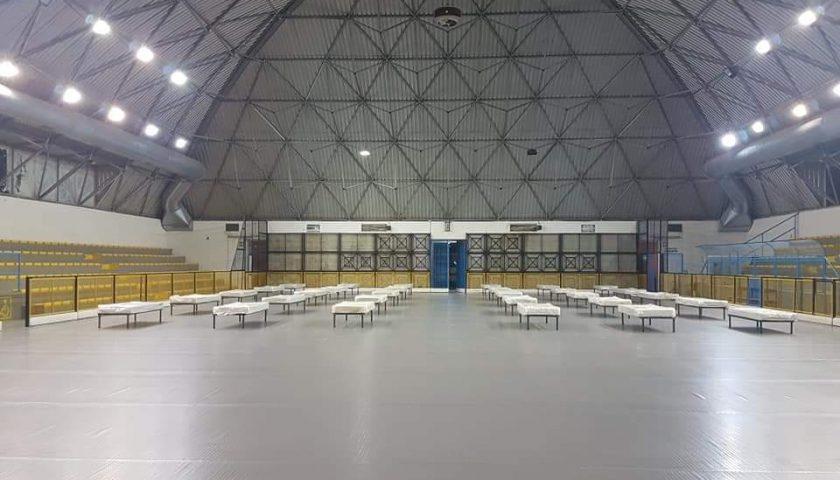 Comune di Salerno, allestita al Pala Tulimieri l'area accoglienza per senza fissa dimora