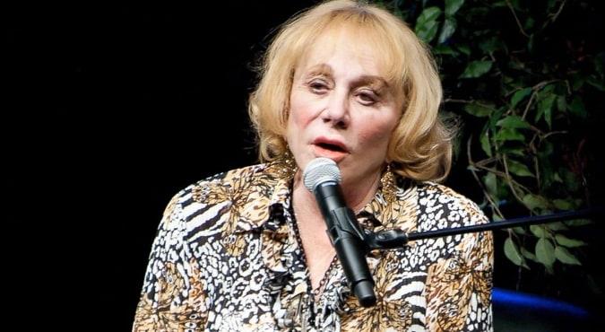 """L'inquietante profezia della veggente Sylvia Browne sul coronavirus: """"Nel 2020 grave infezione polmonare che  scomparirà da sola"""""""