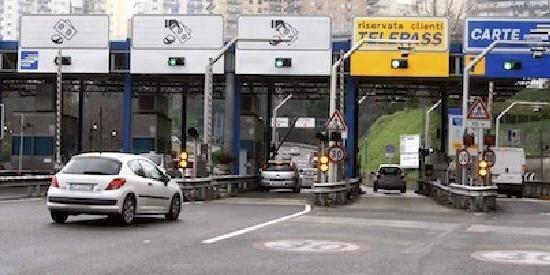 Per sette mesi non paga il pedaggio autostradale sulla Napoli/Salerno: condannato automobilista residente nell'Agro