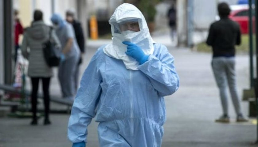 Coronavirus, consulente finanziario salernitano spedito a casa da Londra per aver ospitato le due figlie