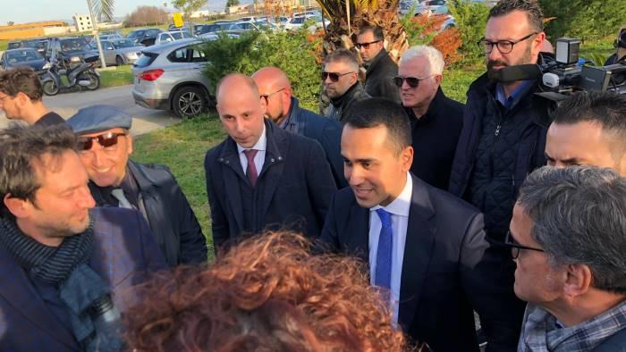 """Di Maio incontra lavoratori ex Treofan: """"Potete contare su di me"""""""
