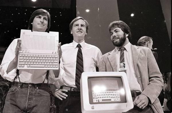 Accadde oggi: il 1 aprile 1976 in un garage nasce la Apple computer