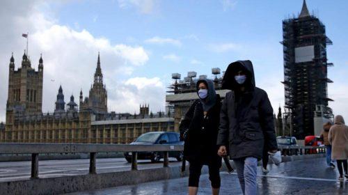 Covid, Johnson riapre l'Inghilterra: dal 3 dicembre riaperture parziali