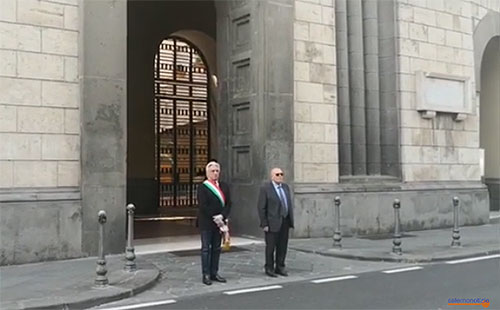 """Cordoglio e silenzio per le vittime del Covid 19, Comuni e prefetto presenti. Il sindaco di Salerno: """"Un dovere esserci"""""""