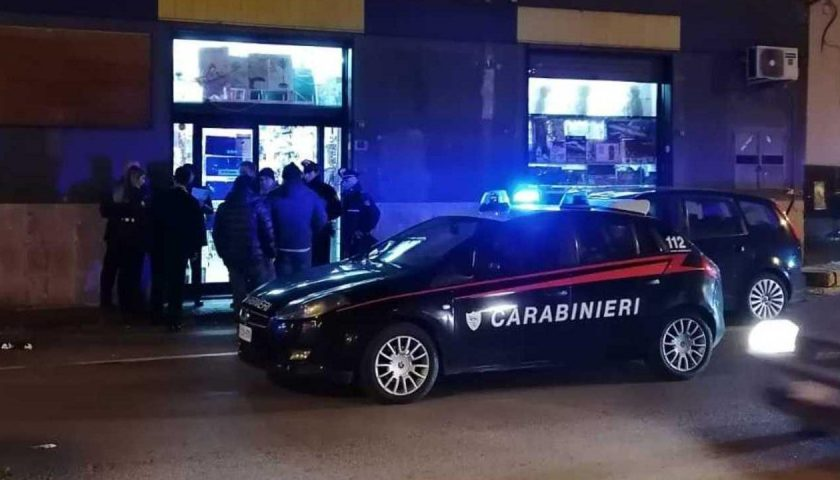 Rapina al supermercato Sisa di Torrione Alto, caccia a due banditi in fuga con 7mila euro