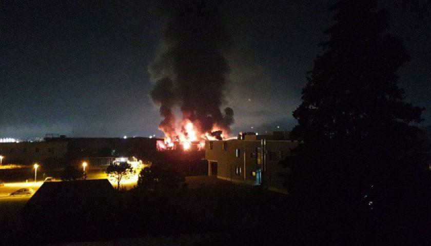 Incendio a Sarno, l'azienda dei rifiuti vuole riaprire i battenti: il sindaco Sarno respinge la richiesta