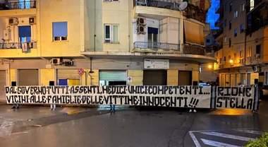 Covid 19, a Battipaglia striscione di protesta nel rione Stella contro il Governo