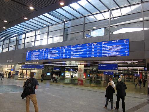 Coronavirus, studente salernitano bloccato a Vienna: voli annullati. Viaggio in bus via Monaco