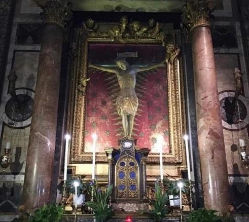 Il Crocifisso miracoloso che sconfisse la peste del 1600 oggi a San Pietro
