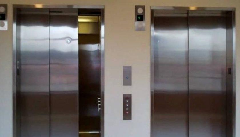 """Coronavirus, nuove misure: """"Non più di 2 persone in ascensore"""""""