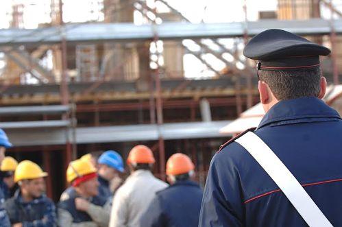 Ad Amalfi cantiere edile aperto nonostante il divieto, 5 denunciati