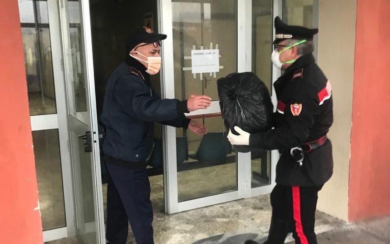 Un 50enne di Auletta ricoverato d'urgenza allo Scarlato di Scafati, carabinieri preparano e consegnano borsone con i panni