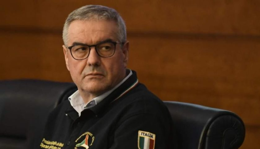 """La Protezione Civile replica a De Luca: """"Distribuiti in Campania un milione di dispositivi"""""""