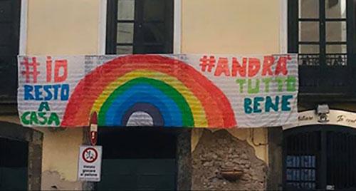 Coronavirus, Flash mob anche a Salerno per applaudire l'Italia