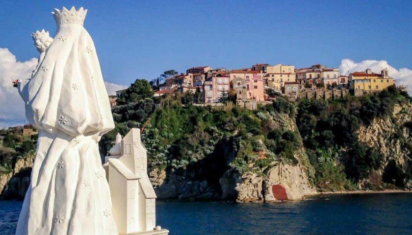 Agropoli, sfregio alla statua della Madonna di Costantinopoli nel Porto: amputate 4 dita della mano