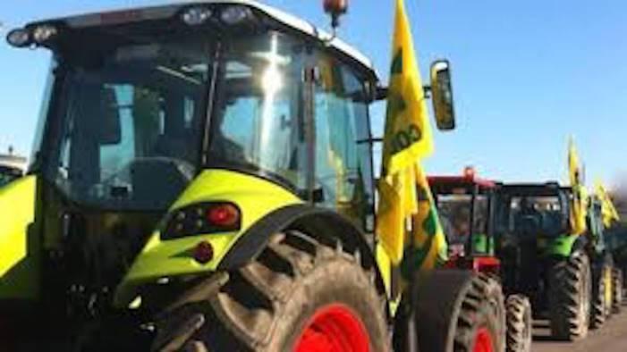 Coronavirus, in provincia di Salerno mobilitati i trattori di Coldiretti per sanificare le strade