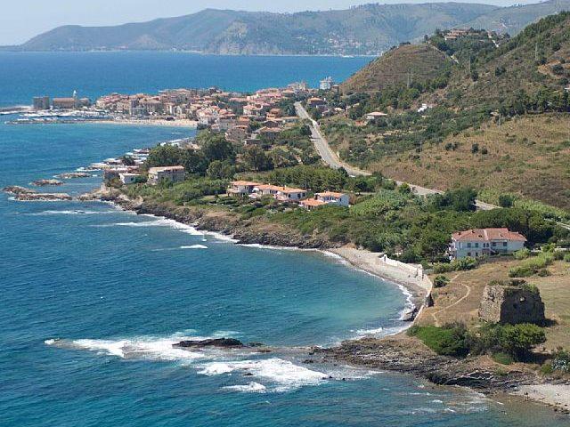 In vacanza prima ad Acciaroli e poi a Capri: positiva ragazza di Roma