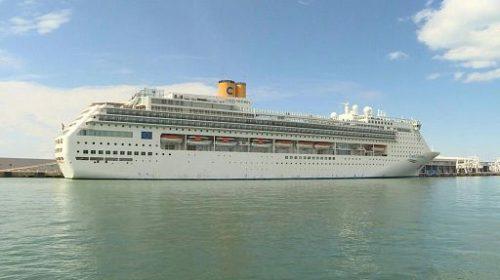 Sbarcata a Napoli la Costa Crociera con 700 persone a bordo. Italiani, stranieri ed equipaggio in quarantena