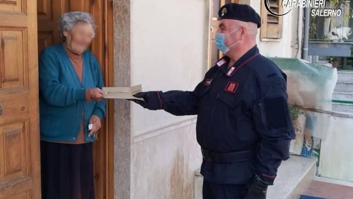 I carabinieri consegnano pensione a una 87enne di Auletta impossibilitata a recarsi presso l'ufficio postale