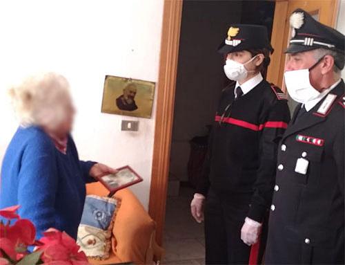Carabinieri consegnano pensione a una anziana residente a Torrione