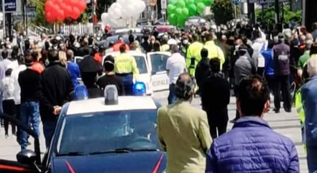 Funerale choc ad Acerno, 150 persone al seguito del carro funebre: sanzionate 32 persone