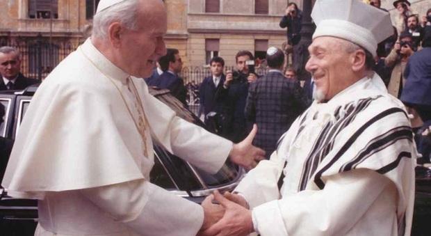 Accadde oggi: il 13 aprile del 1986 Giovanni Paolo II entra nella Sinagoga di Roma, fu la prima volta nella storia di un Papa