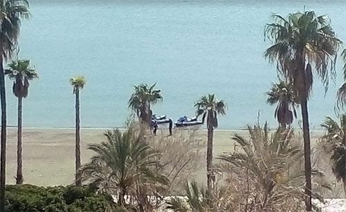 Prende il sole sulla spiaggia di Santa Teresa nonostante il divieto: multato dalla polizia