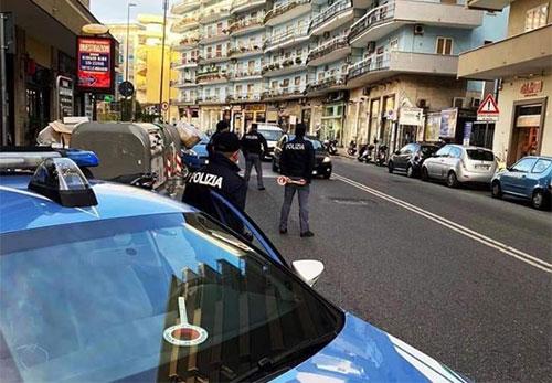 Salerno, apre il Bar nonostante il divieto: multa e sigilli