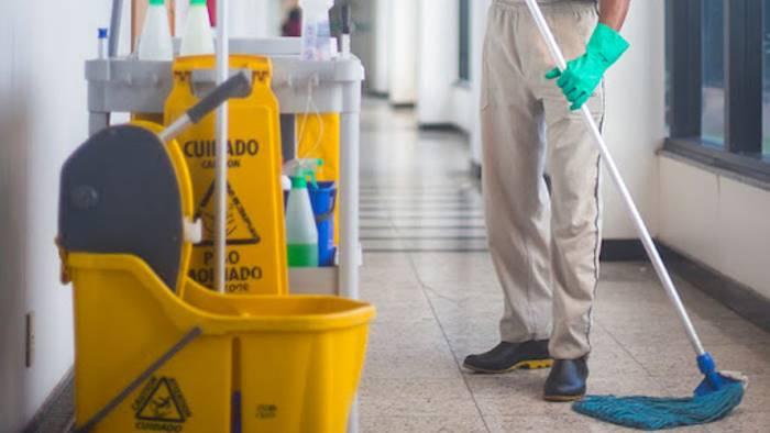 """La denuncia della Filcams Cgil: """"I lavoratori che puliscono gli ospedali sono abbandonati"""""""