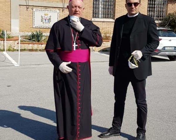 Giovedì Santo con la benedizione dell'Arcivescovo Bellandi nel carcere di Fuorni