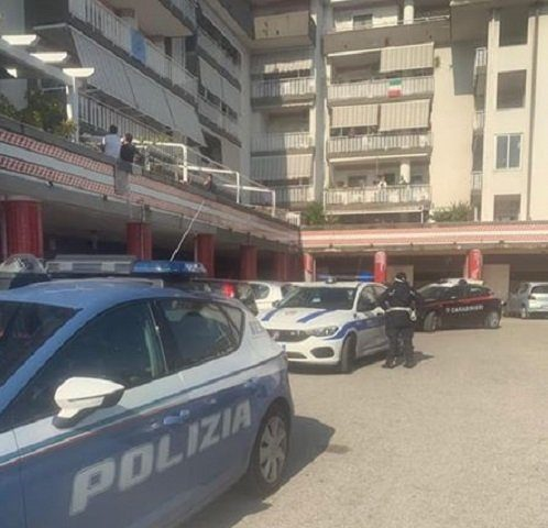 Pasquetta rumorosa nel condominio di piazza Gioberti a Battipaglia, arrivano i carabinieri