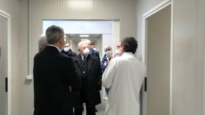 """Inaugurato l'ospedale modulare al Ruggi, De Luca: """"Non possiamo farci trovare impreparati nell'eventualità di una nuova ondata covid"""""""
