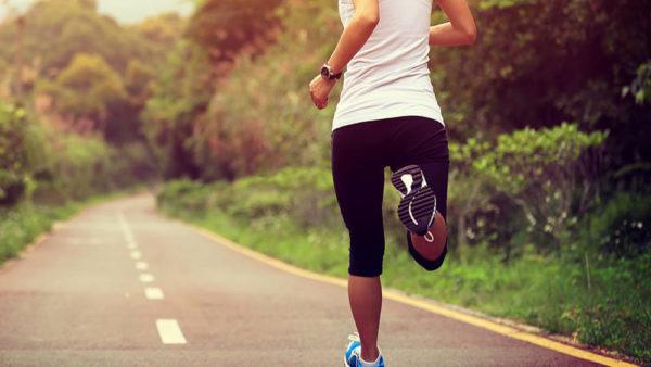 La Regione, niente jogging o sport: pericoloso con la mascherina. Solo passeggiate vicino la propria casa