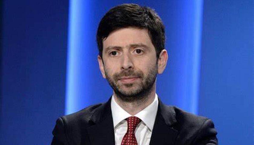 """Covid, il ministro Speranza: """"Tamponi rapidi nelle farmacie e altre regioni d'Italia verso la chiusura"""""""
